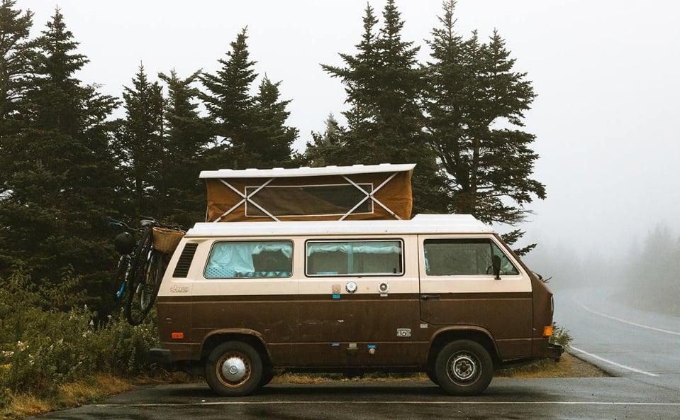 Camping-car-sous-la-pluie