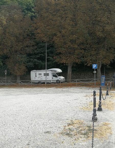 camping-car_toscane_parking_italie