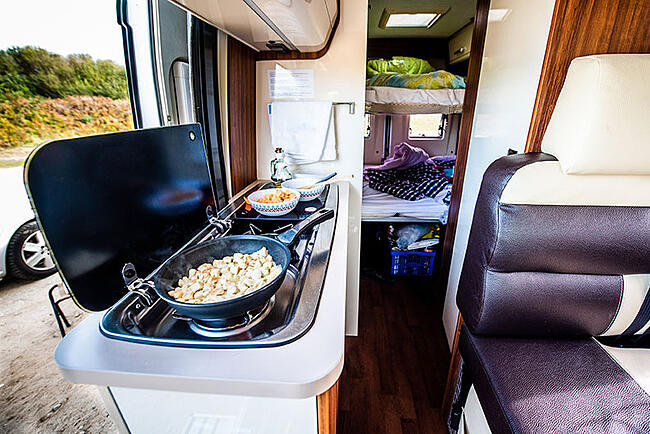 cuisine_camping-car_agencement_interieur_van_fourgon